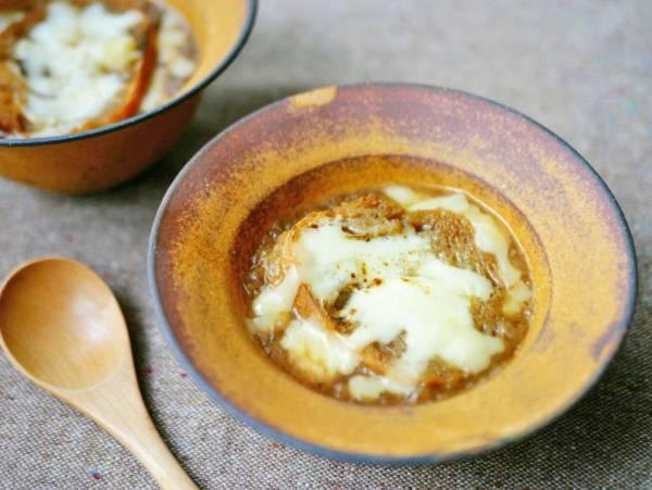寒い朝にあったまる!基本の「オニオングラタンスープ」レシピ♪by:料理家 村山瑛子さん