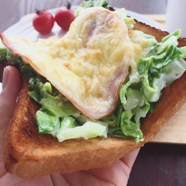 片手でパクッと食べられる!時間がない朝の「パーフェクトトースト」by:ヤミー(清水美紀)さん