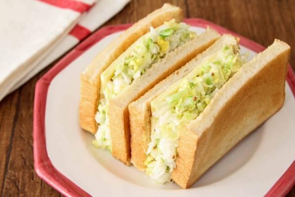 トーストに挟むだけの大量消費レシピ!「白菜マヨ&チーズサンドイッチ」