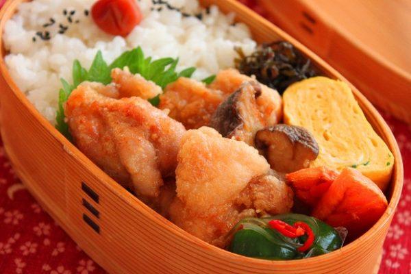 大さじ1の油でOK!簡単「揚げない唐揚げ」のお弁当by:料理研究家 かめ代さん