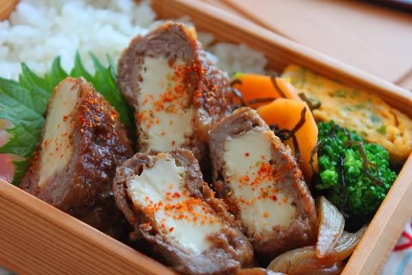 牛こまで簡単ボリューミー!「厚揚げの肉巻き」のお弁当