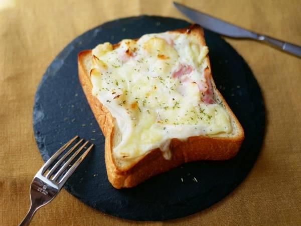 食パンで超簡単…なのに絶品!「新玉ねぎのとろ~りトースト」