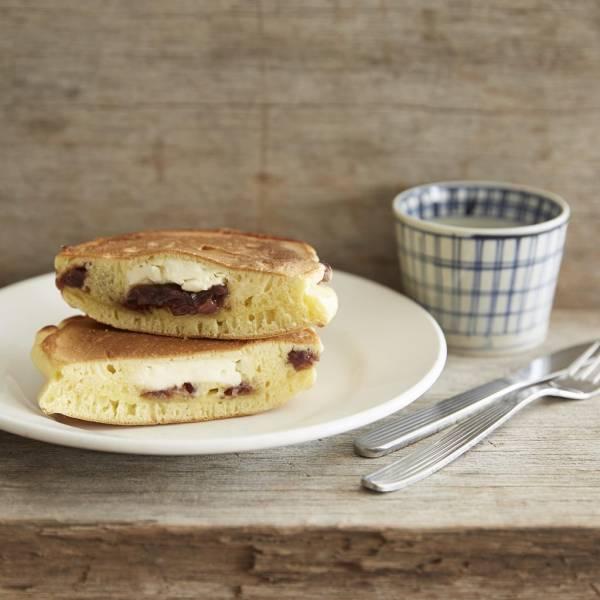 ミックス粉で簡単!あんことクリームチーズの「ホットケーキサンド」