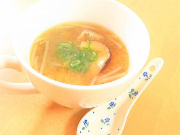 旨味たっぷり◎干し椎茸ともやしの味噌汁kaana57さん