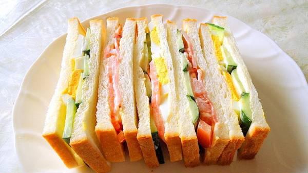 """簡単・ヘルシー、しかもウマい手作り """" 野菜サンドイッチ"""" の作り方byアレックスさん"""