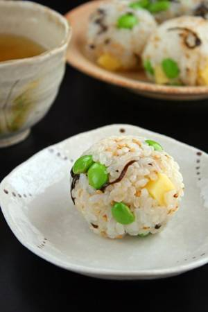 枝豆と塩昆布チーズのおにぎりby:sueさん