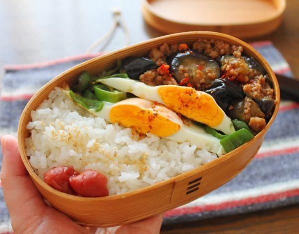 中華おかずで2品弁当!時短簡単「ピーマンの巣ごもり卵+マーボなす」