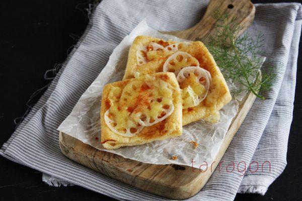 低糖質がうれしい♪サクサク香ばしい「れんこんと桜えびの油揚げピザ」