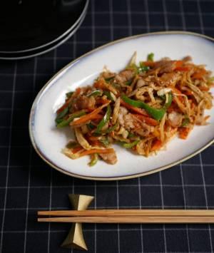 少ない調味料で簡単!ご飯がすすむ「切り干し大根と豚肉のソース炒め」