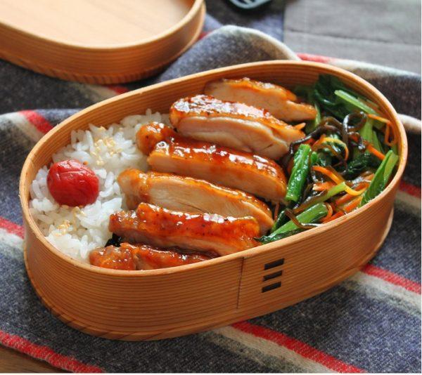 「鶏の照り焼き」と「小松菜の塩昆布レンジ炒め」の2品弁当