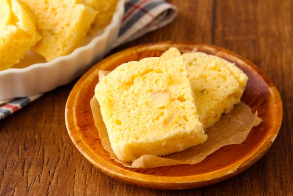 ホットケーキミックスで楽勝!レンジで簡単「りんご蒸しパン」【作り置きOK】