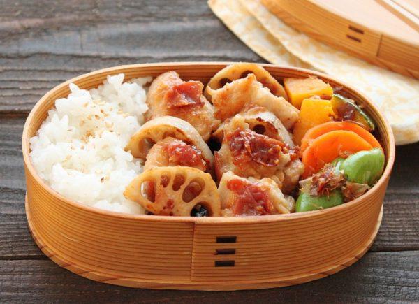 ご飯が進む味!「鶏れんこん梅みそ焼き」「野菜のレンジおかか和え」2品弁当