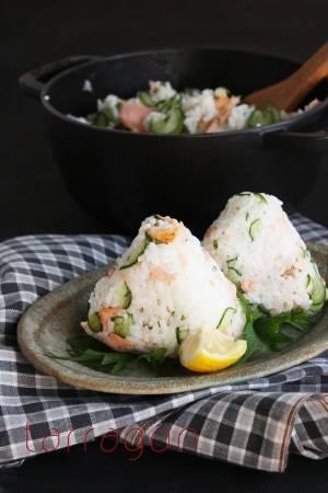 疲れている朝の定番!きゅうりと鮭で簡単「サラダ系おにぎり」by:タラゴン(奥津順子)さん