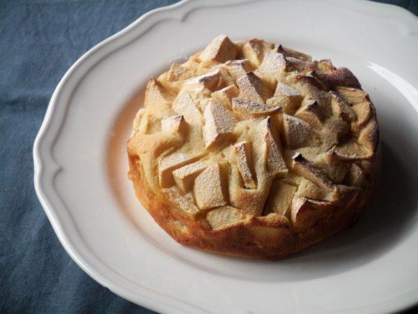 丸ごと1個使用!ボウル1つで混ぜるだけ♪簡単「りんごケーキ」
