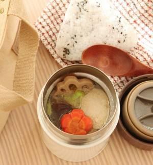 おせちを簡単リメイク!「筑前煮豚汁」「ゆかりごまおにぎり」2品弁当by:料理家かめ代。さん