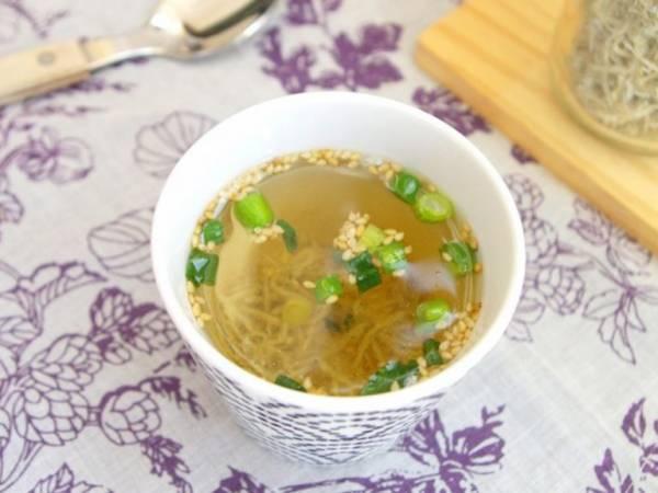 1分で完成!ゴマの風味とじゃこの香りの美味しいスープ