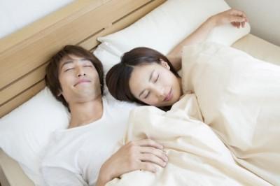 【衝撃】実は彼氏の腕枕が嫌いな女子が●%も!