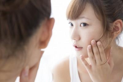 跡が気になる! ニキビに効果的なビタミンを皮膚科医が解説