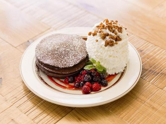 「エッグスンシングス(Eggs'n Things)」が2015年バレンタイン新作『チョコレートミルクパンケーキ』など期間限定で発売