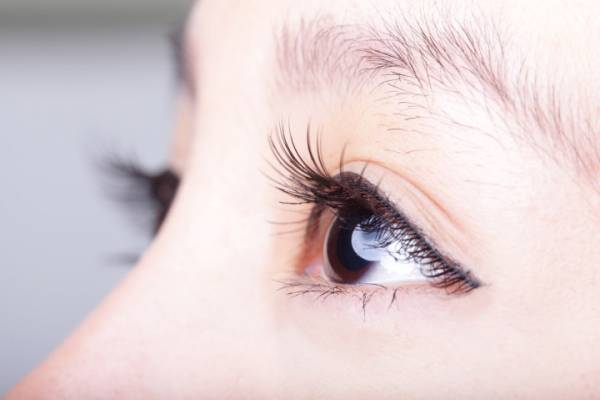 Close-up of a woman's brown eye and eyelashes