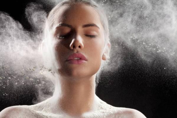 Make up powder splashing on the face