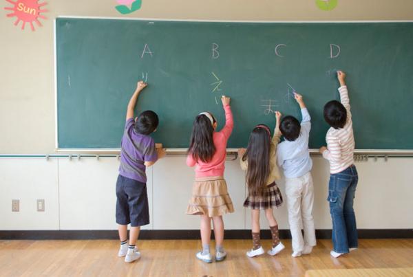 通級指導教室とは?対象は?通級による指導の内容や通い方、ほかの特別支援教育との違いを紹介します