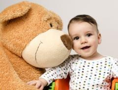 赤ちゃんの人見知りはいつから? 原因と対策を知ればパパも笑顔に