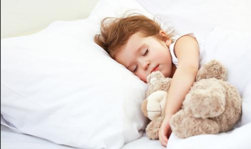 1人寝スタート、いつからさせる?「添い寝卒業」4つのタイミング