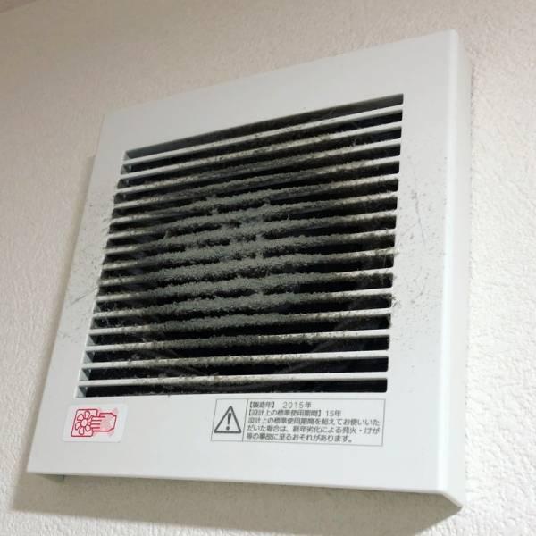 トイレ の 換気扇 掃除 トイレの換気扇掃除の方法は?掃除の頻度や掃除を楽にするコツをご紹...