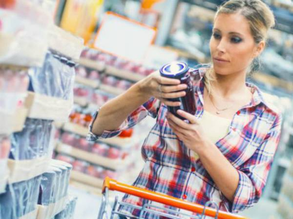 woman-grocery-shopping-1535378767