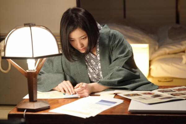吉高由里子、鈴木亮平と衝撃のキス 『東京タラレバ娘』7話予告公開