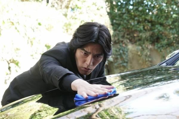 来年1月スタートのフジテレビ系連続ドラマ『海月姫』で謎の運転手・花森を演じる要潤 (C)フジテレビ