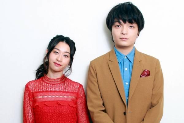 映画『愛の病』に出演した瀬戸さおり(左)と岡山天音