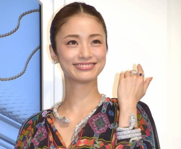 羽生結弦選手と宇野昌磨選手を祝福した上戸彩 (C)ORICON NewS inc.