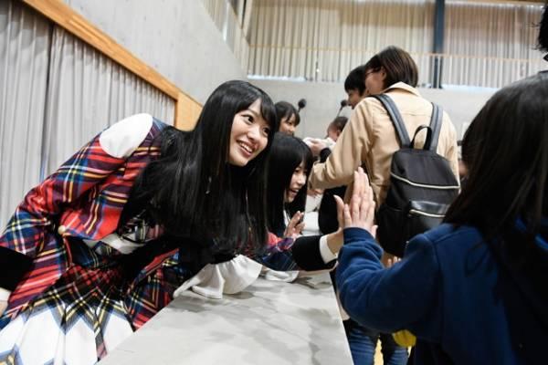 宮城県牡鹿郡女川町女川小学校での復興支援イベント(C)AKS