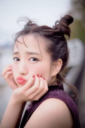 AKB48・加藤玲奈の1st写真集『誰かの仕業』表紙カット