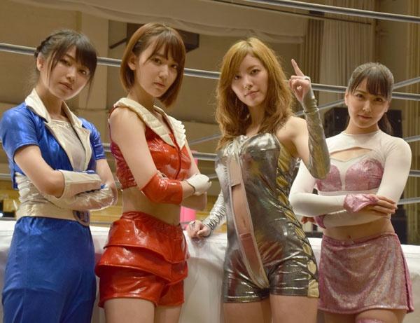 48アイドルが女子プロレスに挑戦した『豆腐プロレス』。(左から)ロングスピーチ横山、チェリー宮脇、ハリウッドJURINA、道頓堀白間(C)ORICON NewS inc.