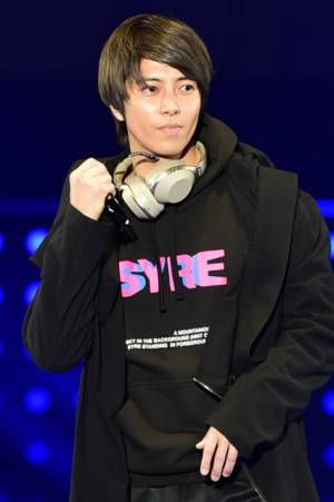 米俳優ウィル・スミスの息子ジェイデン・スミスのステージ前にシークレットゲストとして登場した山下智久(左)(C)マイナビ presents TOKYO GIRLS COLLECTION 2018 S/S