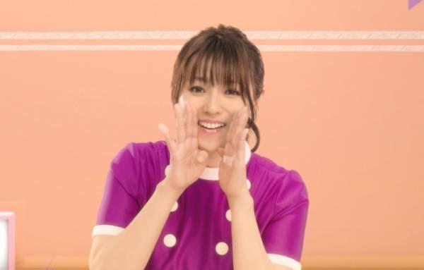 大人かわいい「うんとこどっこいしょ体操」を披露する深田恭子