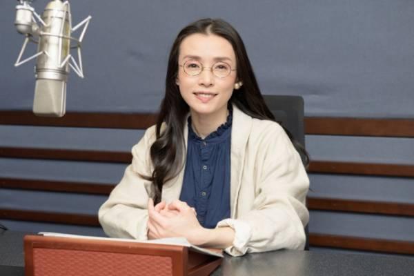 NHK・BSプレミアムの本格宇宙番組『コズミックフロント☆NEXT』ナレーションを担当する中嶋朋子(C)NHK