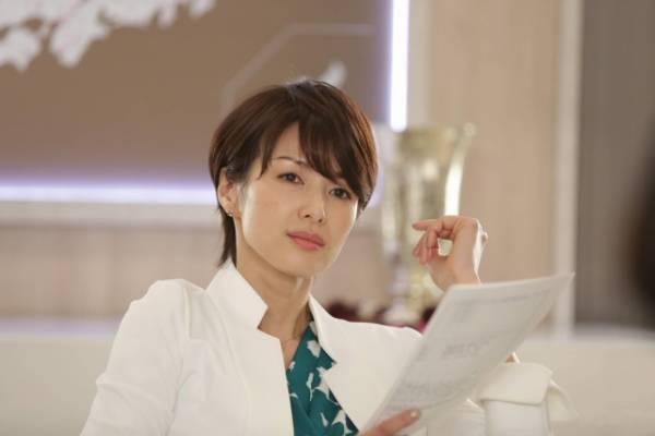 『コンフィデンスマンJP』第2話でドSな女社長を好演する吉瀬美智子(C)フジテレビ