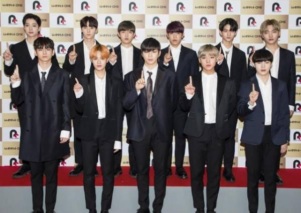 Wanna One(前列左から)オン・ソンウ、イ・デフィ、カン・ダニエル、パク・ジフン、ハ・ソンウン、(後列左から)ライ・グァンリン、ファン・ミンヒョン、キム・ジェファン、パク・ジフン、ペ・ジンヨン、ユン・ジソン