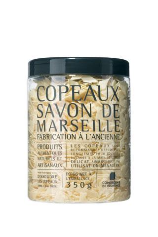 マルセイユソープフレイク (350g)¥1,890ジャー入りタイプでボリュームも存在感もたっぷり。バーム油を主原料としたソープフレーク(フレーク状のソープ)は皮脂を取りすぎず、しっとりとした洗い上がりが特徴。(無香料)