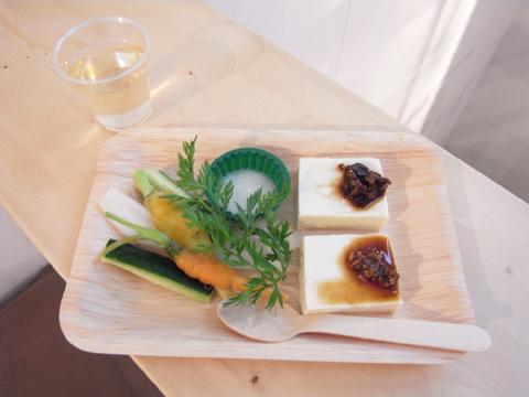 新しくなったギャラリーROCKETで、飯島奈美さんによる食のエキジビション開催中。