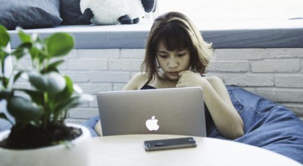 被害にあう若者続出! ネットビジネス詐欺に引っかかった恋人への対処法