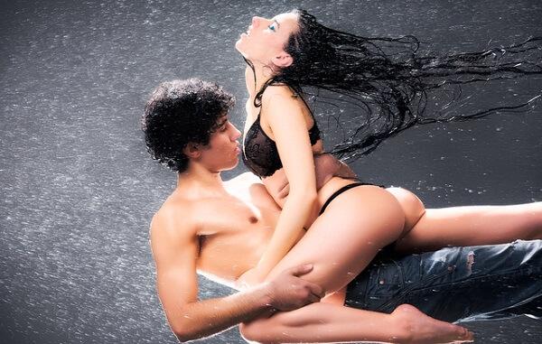 """ちょっと""""味見""""させてくれーや♡彼女の「潮吹き」への男の赤裸々ホンネとは?"""