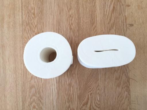 潰したトイレットペーパーと普通のトイレットペーパー