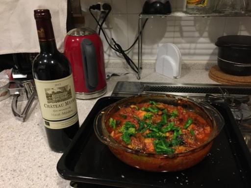 母はよくワインと手料理を持って参加しています