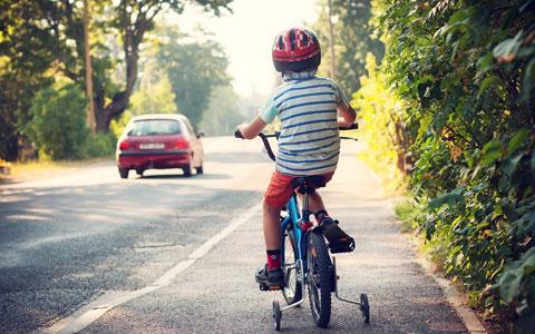 9,500万円の賠償も。子どもが乗る自転車が歩行者にぶつかったら?