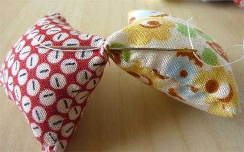 88e51a6fd6ec7 型紙不要! 新生児から小学生まで遊べる布製穴あきボール|ウーマン ...